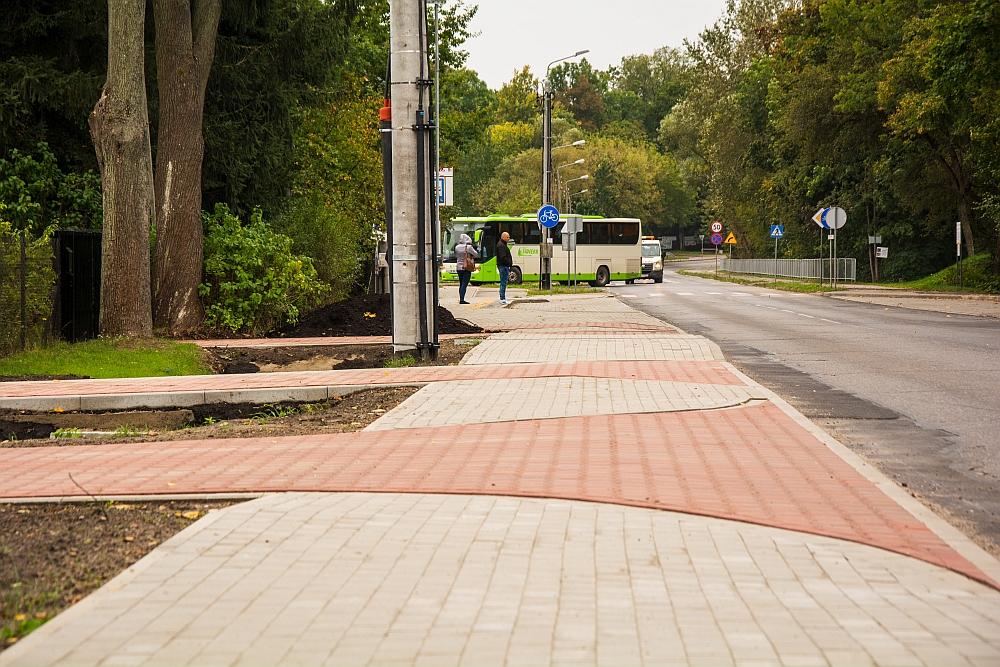 Przy ul. Lubelskiej w Wiązownie, na odcinku od ul. Polnej do ul. Boryszewskiej, powstała ścieżka rowerowa i pieszo-rowerowa