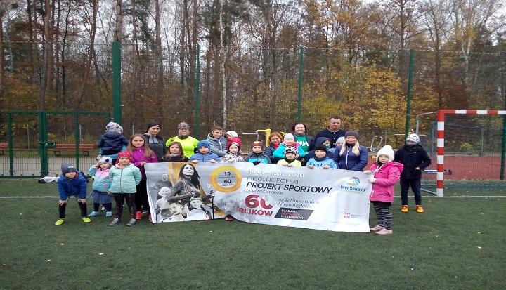 Zajęcia sportowe 60 orlików na 100 lat Niepodległości