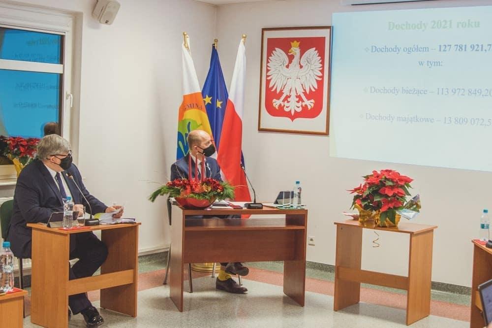 Os lewej: wójt Janusz Budny i przewodniczący Andrzej Cholewa