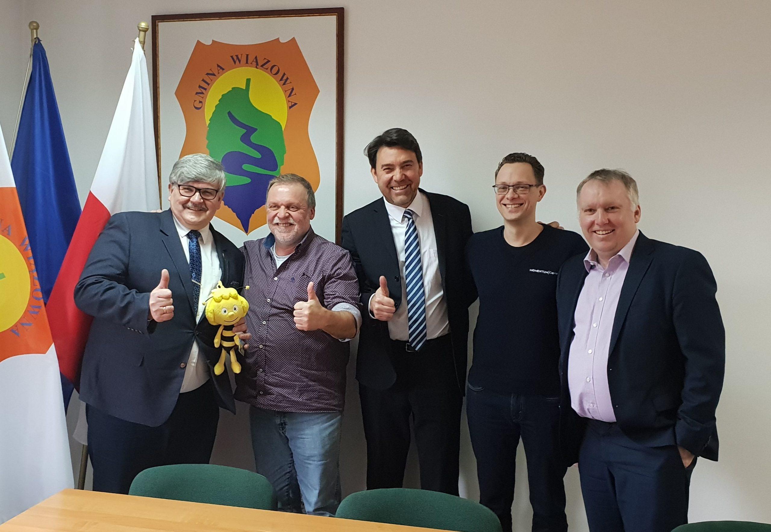 Wójt Gminy Wiązowna Janusz Budny wraz z przedstawicielami inwestorów na pierwszym spotkaniu na temat budowy parku w Góraszce
