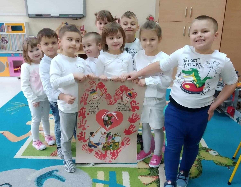"""Inauguracja akcji """"Biała wstążka"""" w Przedszkolu """"Leśna Kraina w Zakręcie"""