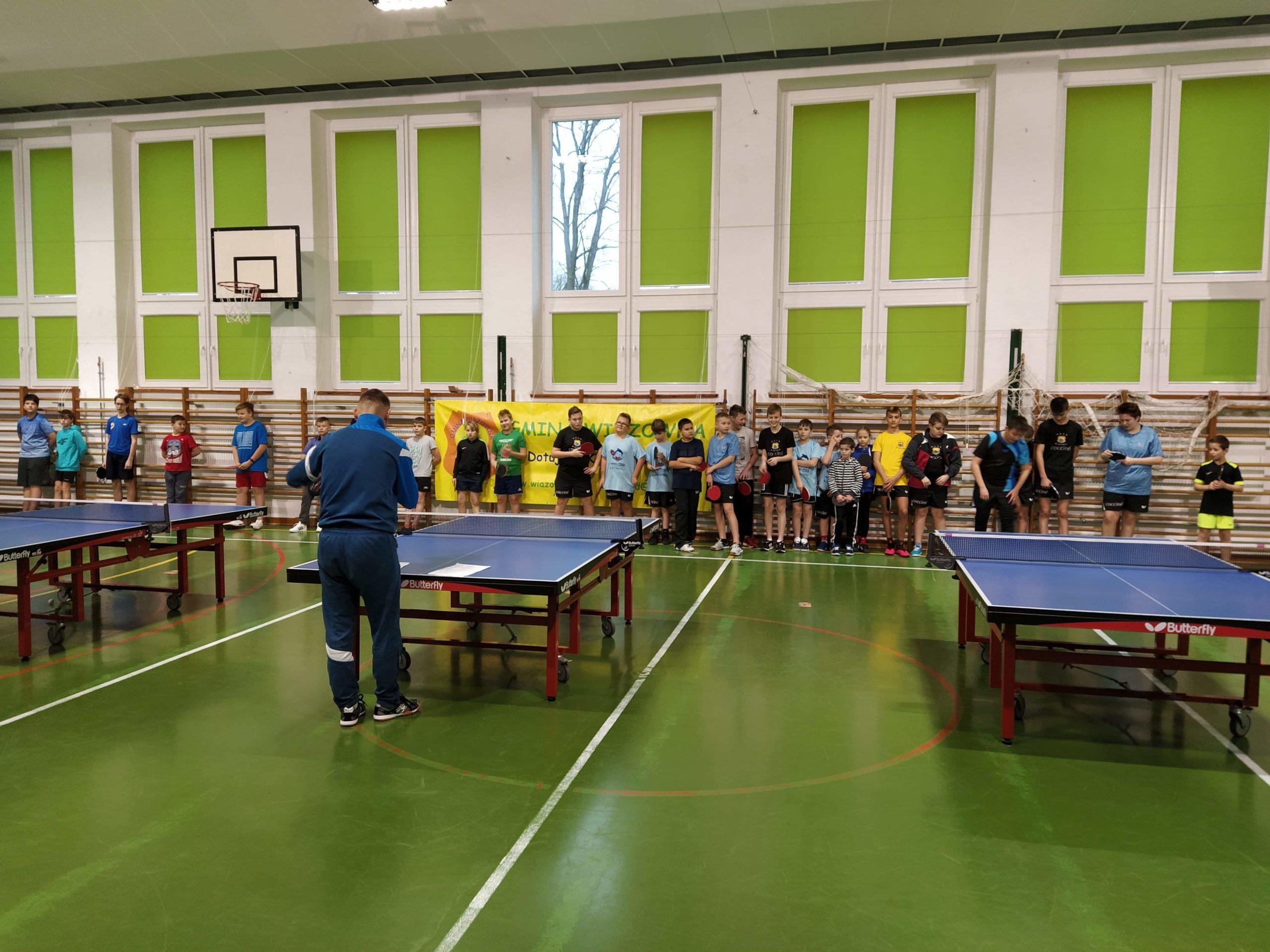 Mikołajkowy Turniej Tenisa Stołowego w Szkole Podstawowej w Wiązownie
