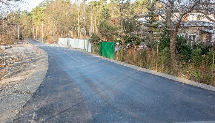 Asfalt na ul. Leśnej ułatwi dojazd do nowo powstającego posterunku Policji w Wiązownie