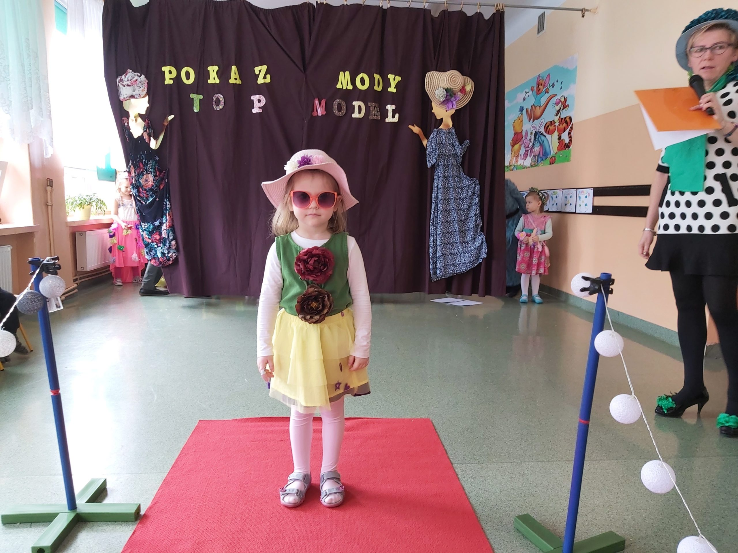 Mała modelka na przedszkolnym wybiegu
