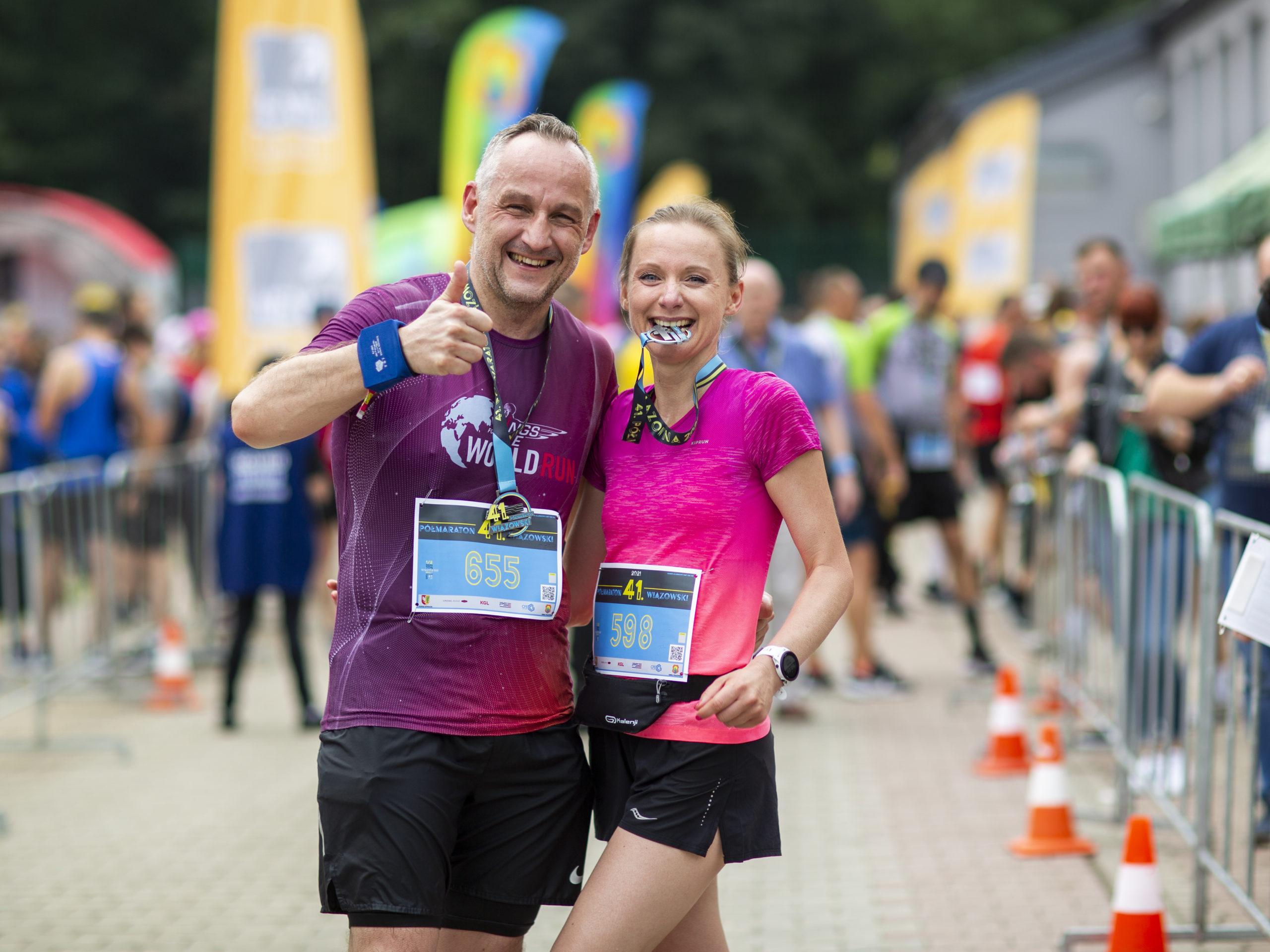 Zadowoleni biegacze