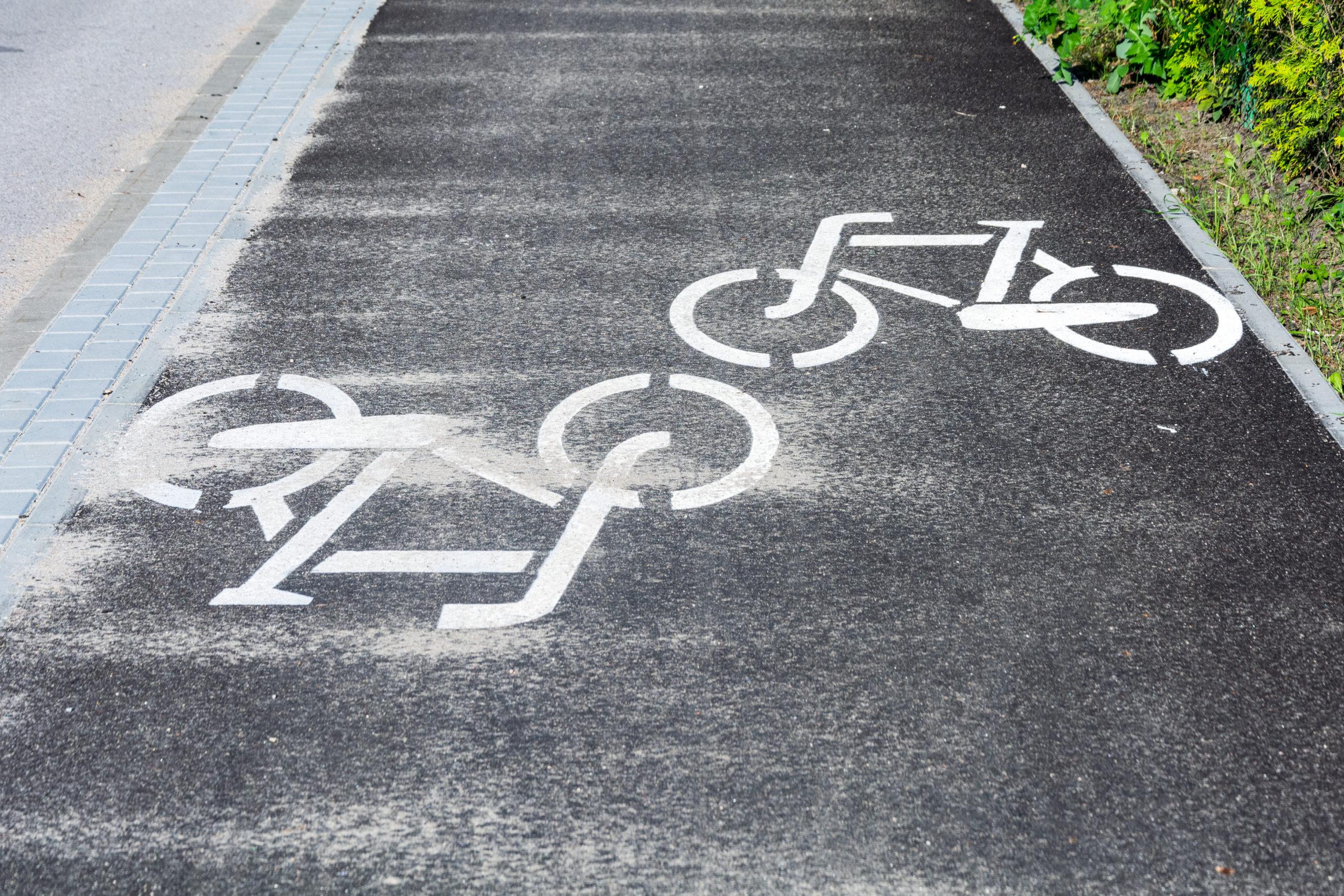 Odcinek ścieżki rowerowej na ul. Kąckiej w Wiązownie