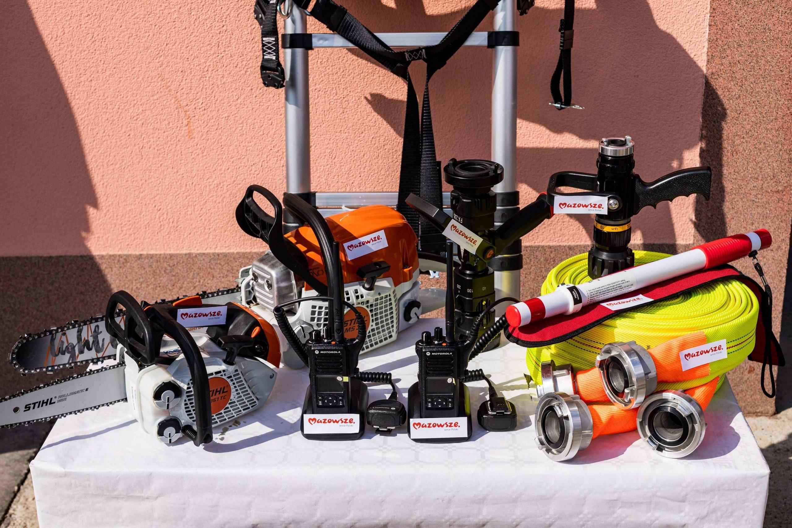 Do naszych strażaków trafił nowy sprzęt zakupiony z dotacji od Samorządu Mazowsza i z pieniędzy z budżetu gminy