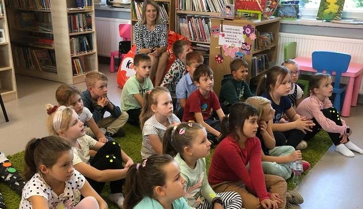 Drugoklasiści z Wiązowny i Glinianki wzięli udział w lekcji i warsztatach z okazji Dnia Kropki