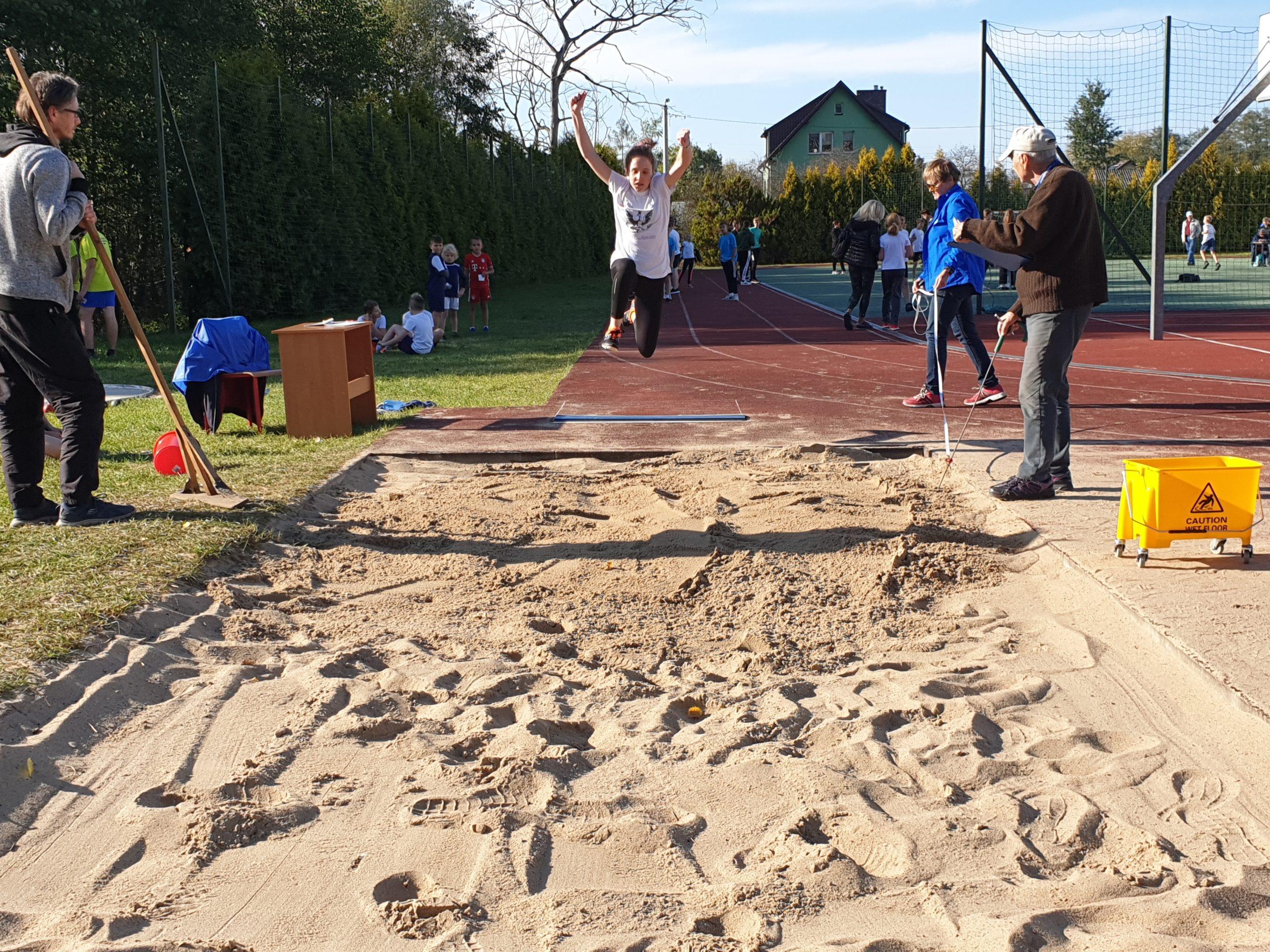 Do rywalizacji podczas inauguracji XIV Regionalnych Czwartków Lekkoatletycznych w Gliniance stanęło pięć reprezentacji szkół oraz UKS-ów
